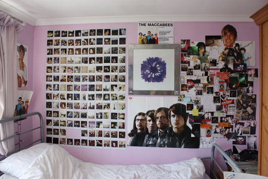 Claustrophobic and mum knows it teenage bedrooms for Band bedroom ideas